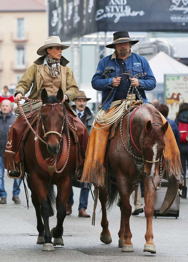Natalia Estrada da conduttrice a cowgirl, alla Fieracavalli col marito Andrea Mischianti